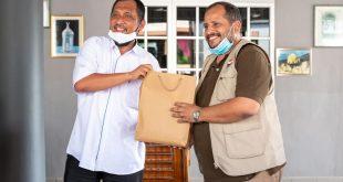 أبناء اليمن في ماليزيا ينفذون المبادرة الاغاثية للمتضررين من فيضانات بهانج الماليزية